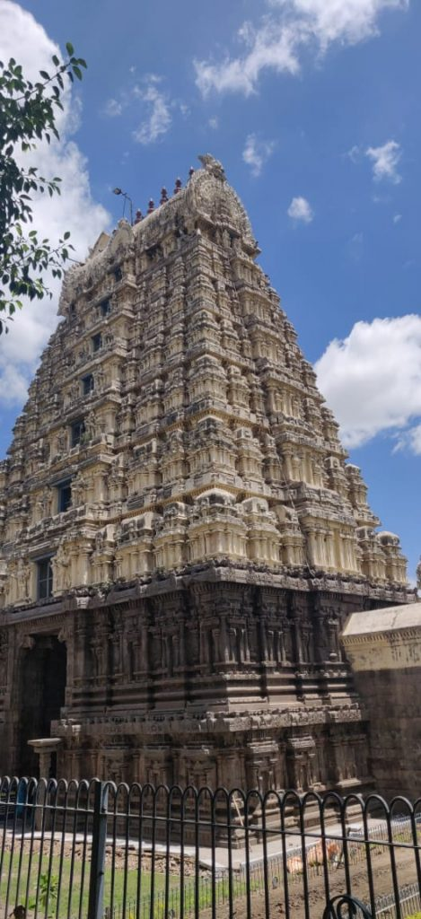 two day trip from bangalore to Vellore, Vellore Jalakandeswarar temple main gopuram view_travelduo images