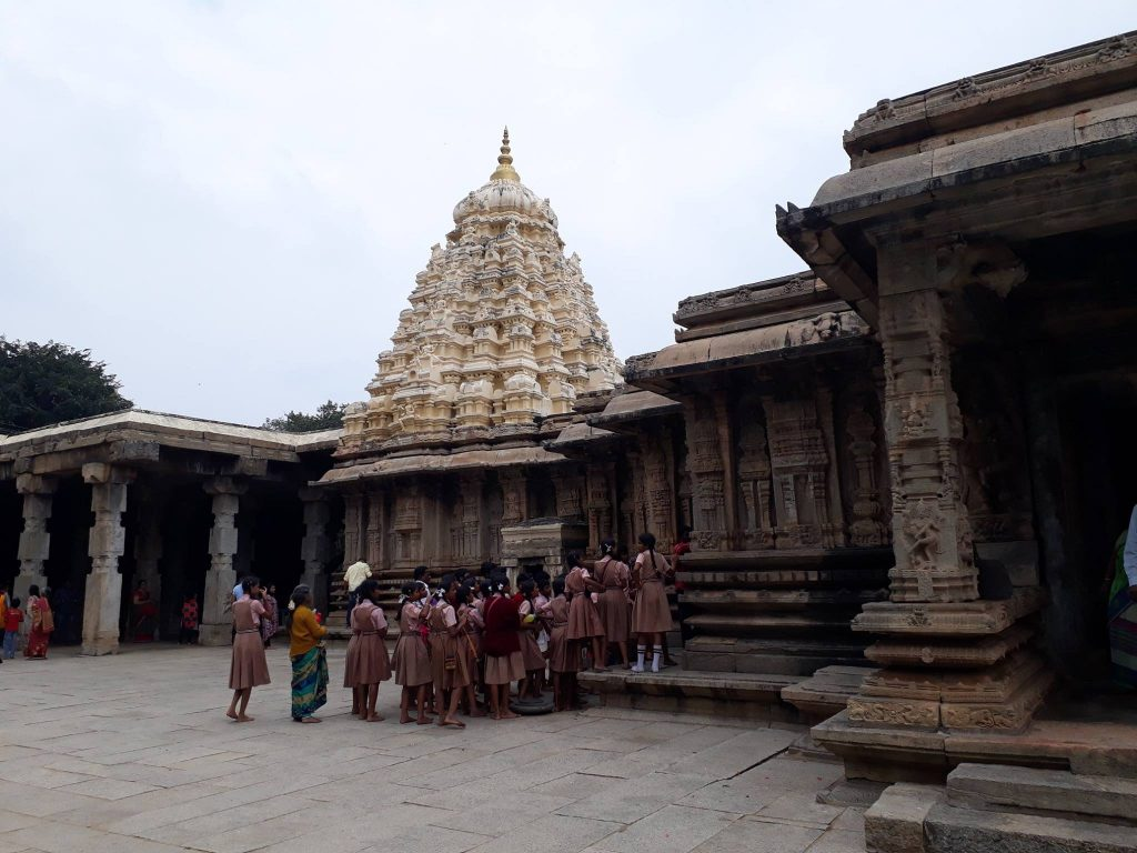 how to reach talakad temples